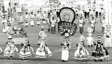 图文:1982年新德里亚运会开幕式 印度民间舞蹈