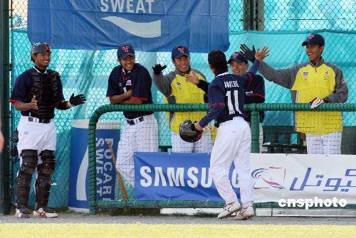 图文:亚运棒球比赛 中国队四比一击败泰国队