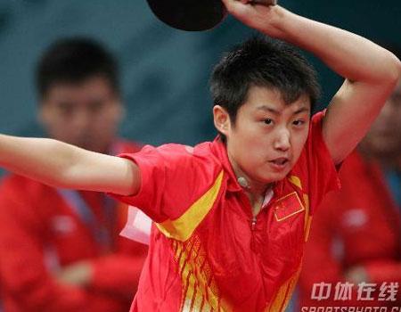 图文:中国女乒3-0中国香港 郭跃大力扣球
