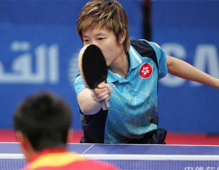 图文:中国女乒3-0中国香港 林凌在比赛中