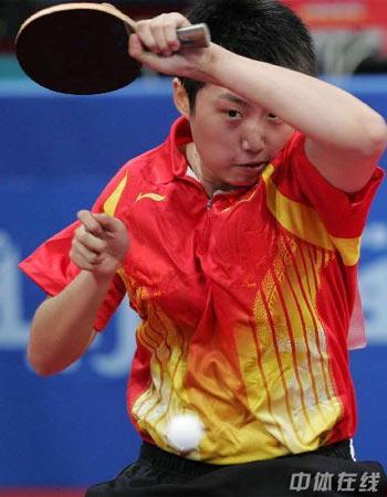 图文:中国女乒3-0中国香港 郭跃回击对手