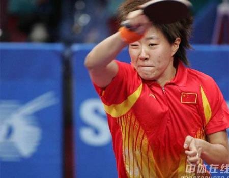 图文:中国女乒3-0中国香港 郭炎进攻