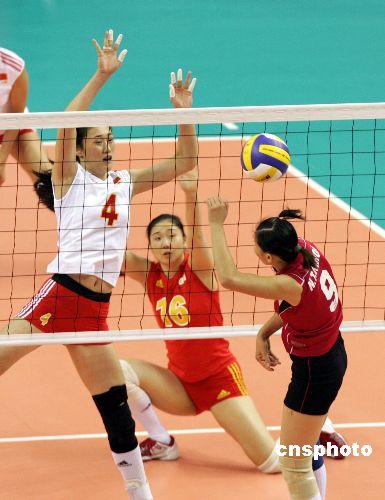 图文:中国女排3-0胜越南 刘亚男拦网成功