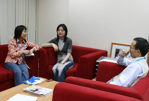 2014陈君程立项_诸宸接受陈君(左一)专访