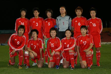 独家图片:女足小组赛中国VS泰国 赛前队员合影