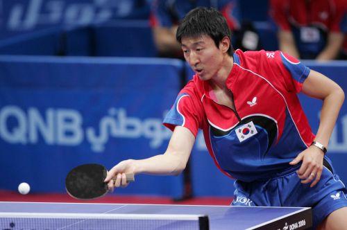 图文:男乒团体赛韩国VS新加坡 吴尚垠正手回球