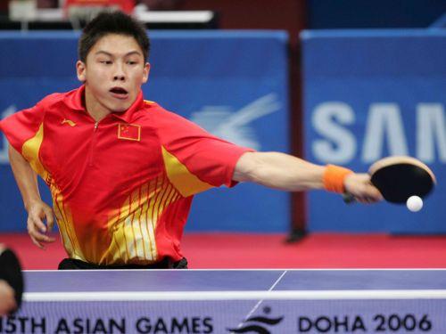 图文:男乒团体赛中国晋级四强 陈玘奋力回球