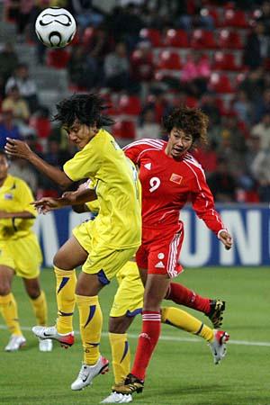 图文:亚运女足赛中国7-0泰国 韩端头球抢点