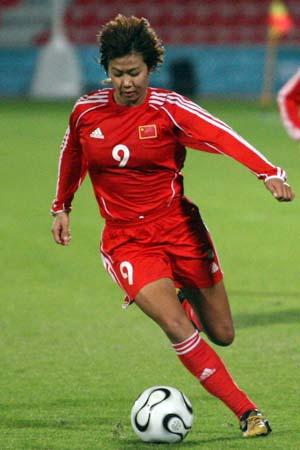 图文:亚运女足赛中国7-0泰国 韩端在比赛中