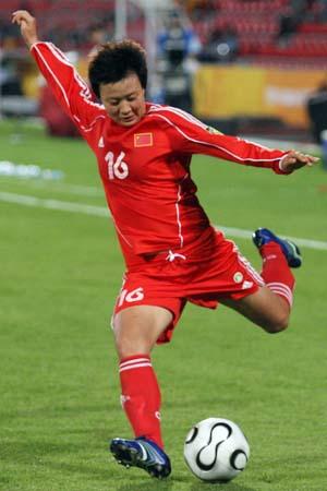 图文:亚运女足赛中国7-0泰国 刘亚莉大力施射