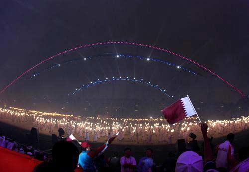 图文:多哈亚运开幕式举行 沸腾的哈里发体育场