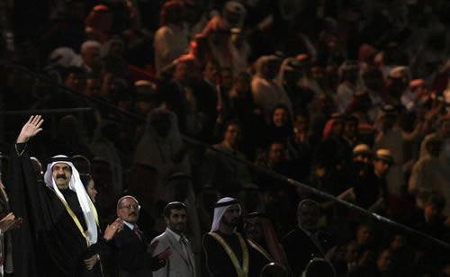 图文:多哈亚运会开幕式 卡塔尔国王步入会场