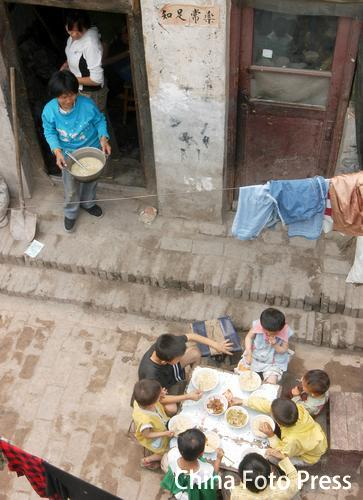 爱心妈妈孔贞兰―一位残疾母亲收养14个弃婴的故事