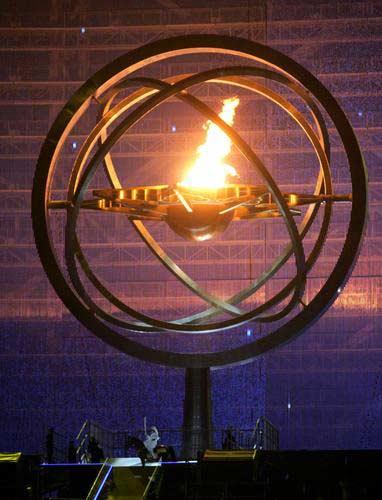 图文:多哈亚运会开幕式点火仪式 主火炬被点燃