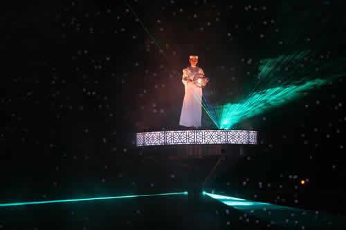 """图文:多哈亚运会开幕式 大型表演之""""寻宝者"""""""
