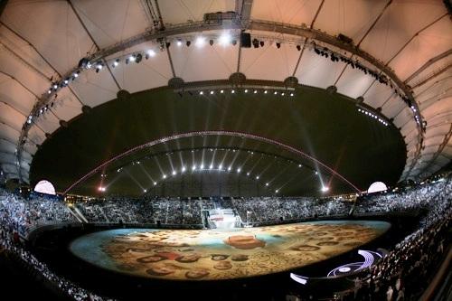 图文:第15届多哈亚运会开幕式 体育场灯火辉煌