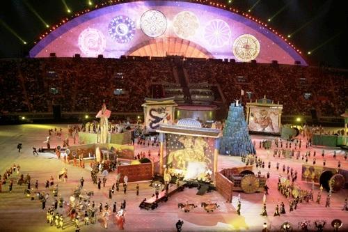 图文:第15届多哈亚运会开幕式 演绎亚洲风情