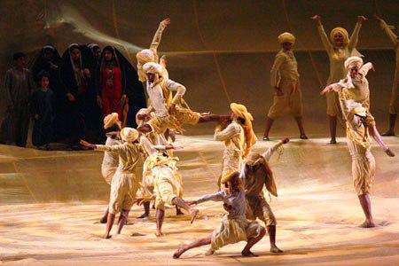 图文:第15届多哈亚运会开幕式 演绎阿拉伯神话