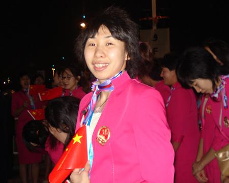 图文:进场前的中国代表团 苗立杰在现场