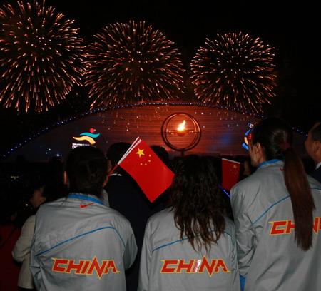 图文:搜狐体育直击开幕式 代表团成员欣赏焰火