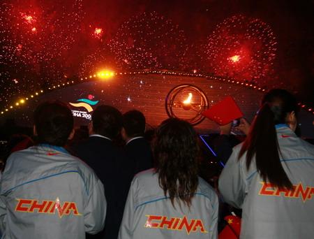 图文:搜狐体育直击开幕式 中国选手欣赏焰火