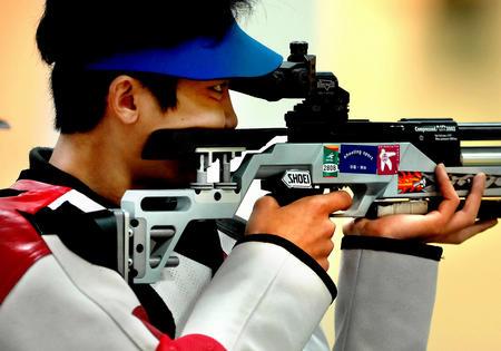 组图:亚运开门红 男子10米气步枪团体夺首金
