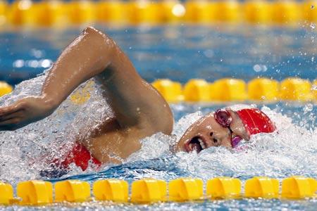 图文:亚运会女子200m自由泳预赛 杨雨在比赛中