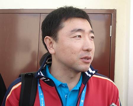 图文:中国射击队夺得首金 杨凌点评运动员表现