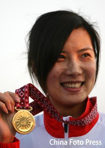 图文:女子10米气步枪个人赛 杜丽夺得个人冠军