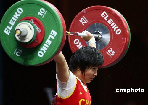 图文:亚运女子举重53公斤级决赛 李萍夺得冠军