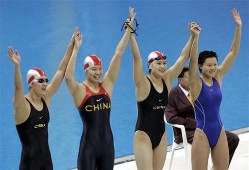 图文:女子4x100m混合泳接力赛 中国女将夺金