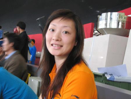 中国女羽5 0横扫印尼 龚睿那看台助威