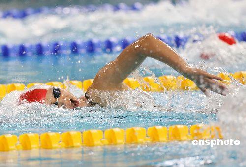 图文:庞佳颖获女子200米自由泳冠军 泳坛英姿