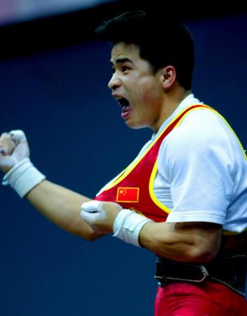 图文:举重男子56公斤级李争获冠军 发出怒吼