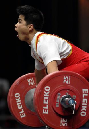 图文:举重男子56公斤级李争获冠军 抓举瞬间