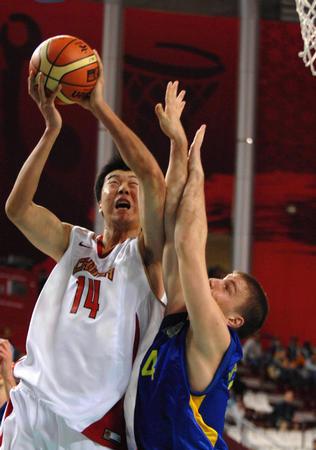 组图:亚运会首战赢得艰难 中国男篮12分胜弱旅
