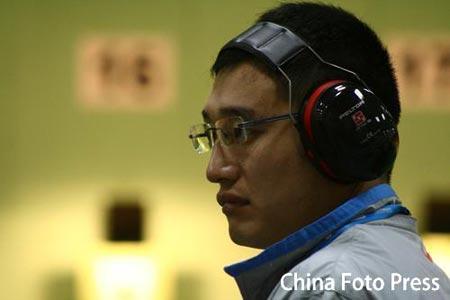 图文:谭宗亮以第一名晋级决赛 眼神专注深邃