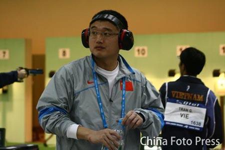 图文:谭宗亮以第一名晋级决赛 中场休息一下