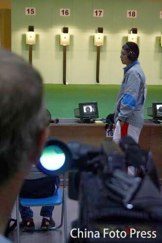 图文:男子10米气手枪团体金牌 国外媒体关注