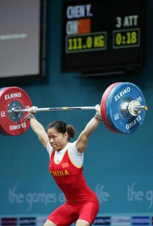 图文:中国选手陈艳青女子举重中 动作分解之二