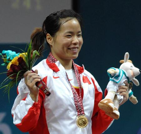 图文:女子58公斤举重 陈艳青三破世界纪录