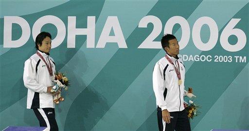 图文:多哈亚运会男子100米蝶泳 日本选手摘金