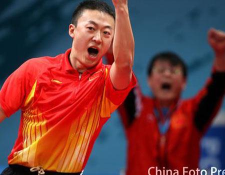 图文:亚运会乒乓球男团决赛 马琳挥舞手臂