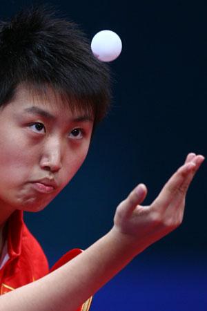 图文:中国女乒夺得团体冠军 小将郭跃自信满满