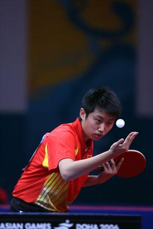 独家图片:中国女乒夺得团体冠军 小将郭跃发球