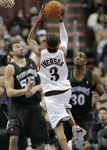 NBA图:森林狼客场灭76人 艾弗森内线打大个