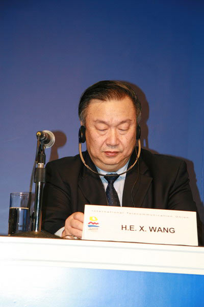 王旭东在论坛开幕式上发表演讲