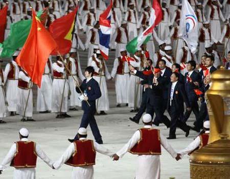 图文:多哈亚运开幕式 中国代表团入场