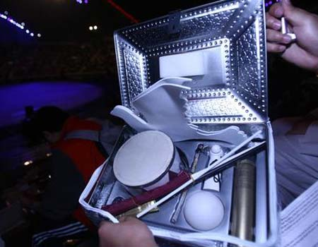 图文:多哈亚运开幕式 精致的器具