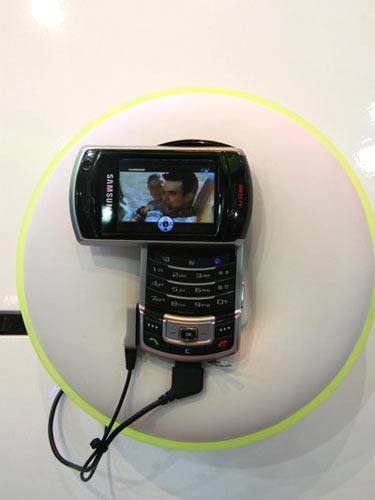 图文:三星HSDPA数码电视手机SGH-P930